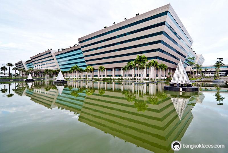 تغییر مکان موقت اداره مهاجرت بانکوک
